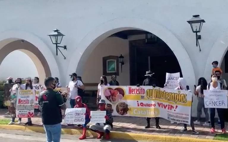 """""""¡Por el derecho a vivir!"""", se manifiestan familiares de niños con cáncer (Jalisco)"""