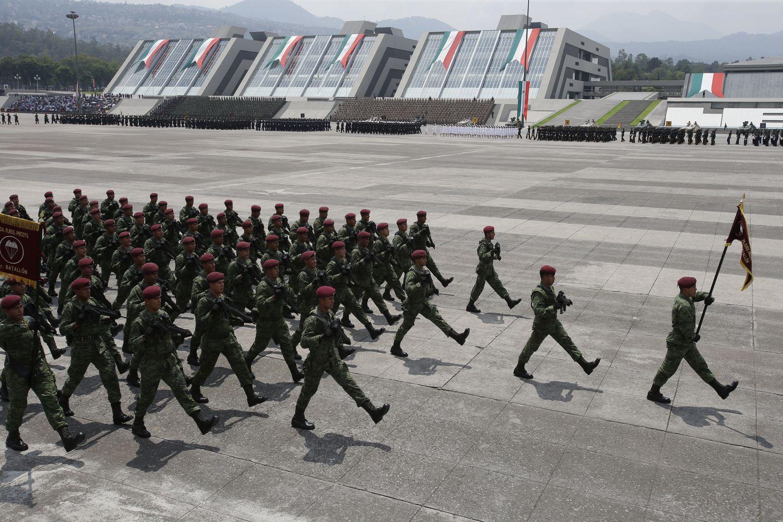 El Ejército mexicano desvió a una empresa fantasma casi 15 millones de dólares que eran para comprar armamento militar