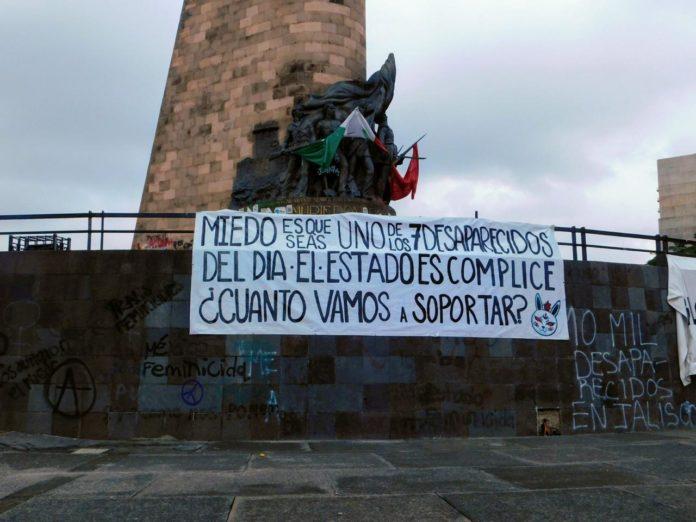 Denuncian en mantas desapariciones y feminicidios de Jalisco