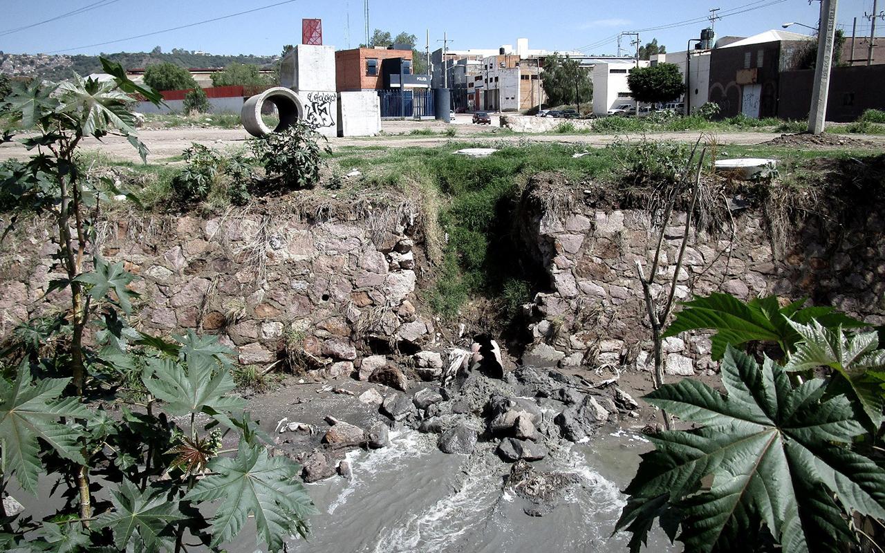 El Sistema de agua de León, Guanajuato vierte tóxicos industriales en arroyos y ríos