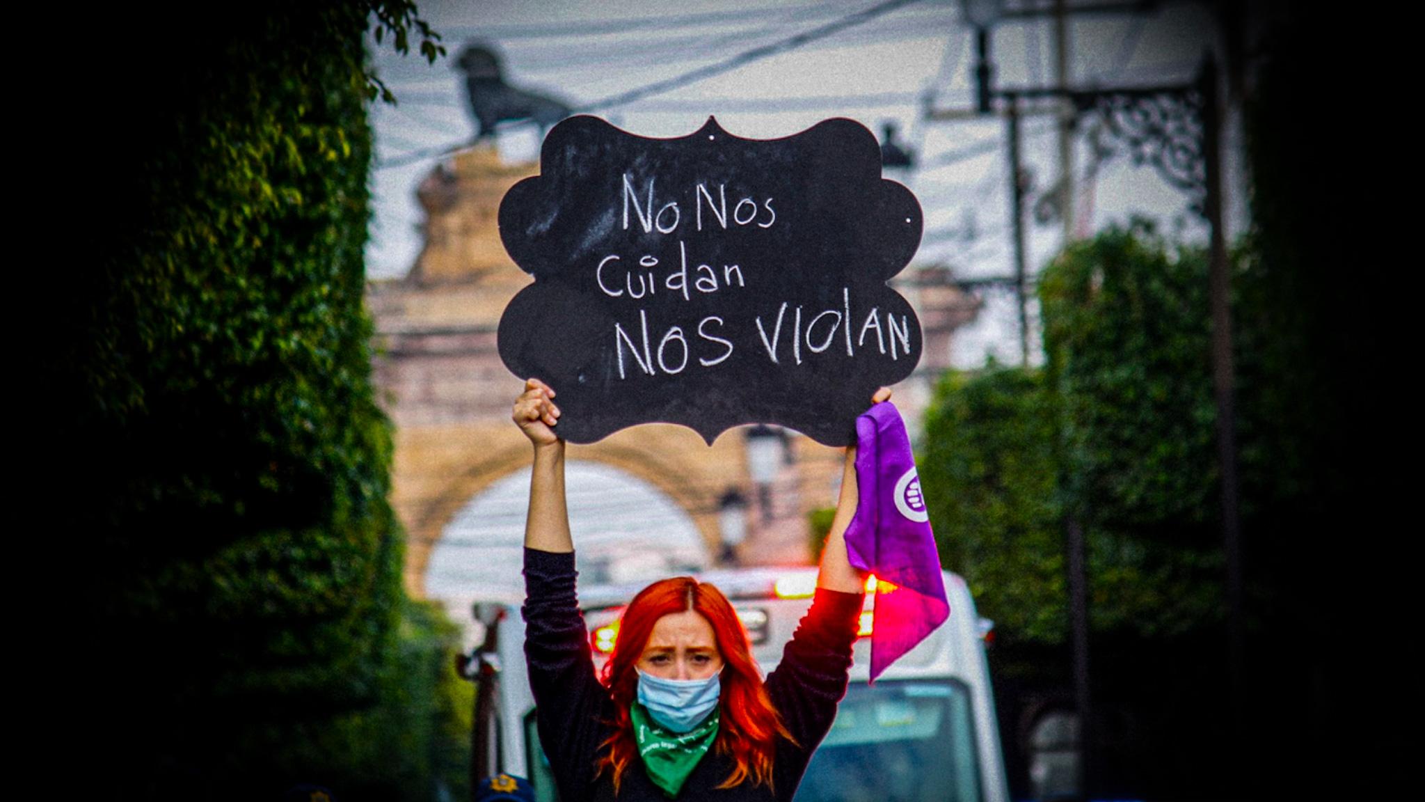 Feministas pedían justicia por un acoso sexual de policías y reciben represión: 22 mujeres y un hombre, bajo arresto