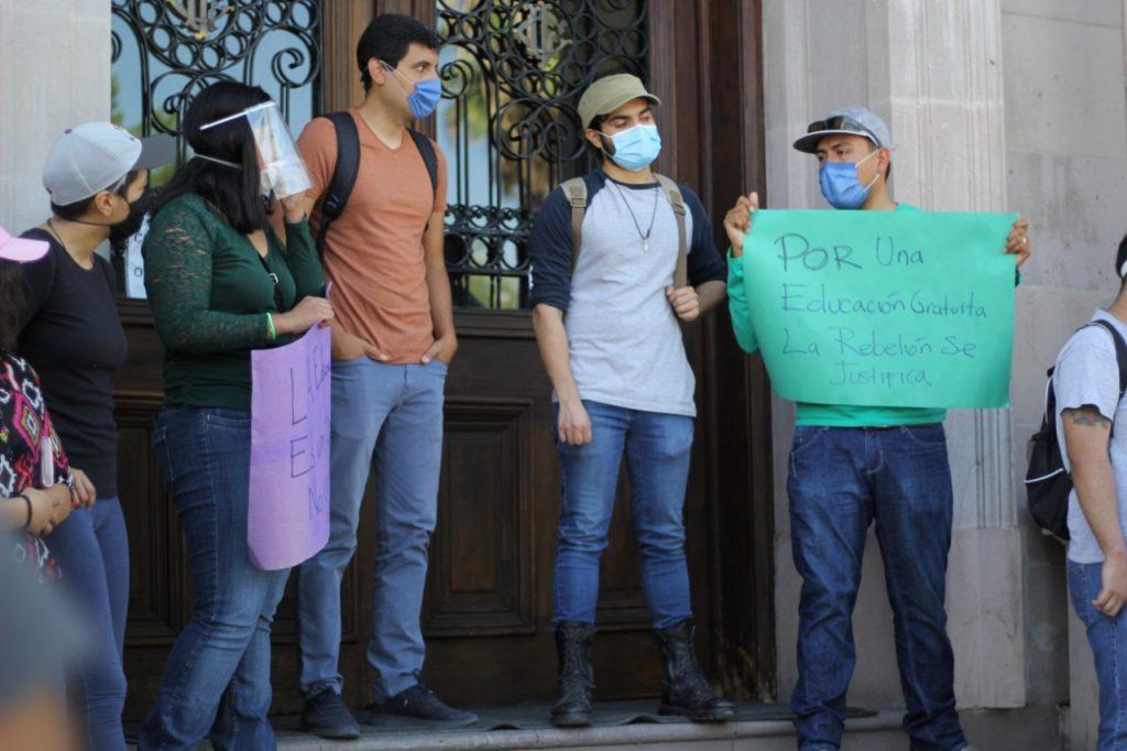 Amenazan a estudiantes de la UACh por exigir reducción de colegiatura (Chihuahua)