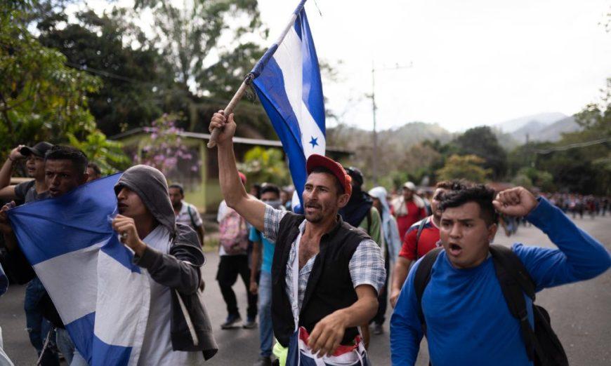 """Migrantes urgen a la CIDH medidas cautelares ante el programa """"Quédate en México"""""""