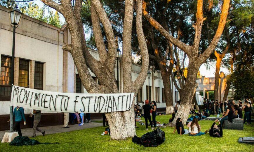 Alumnos de la UAdeC protestan por alza de cuotas en plena pandemia (Coahuila)