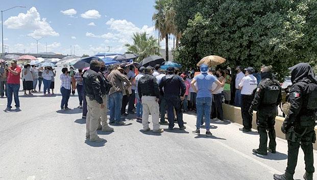 Bloquean carretera por falta de agua en Torreón (Coahuila)