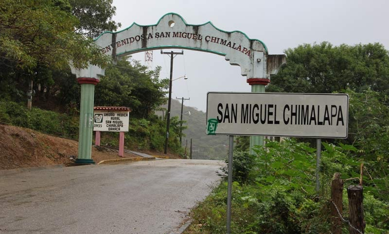 Entregan en Semarnat documento donde zoques rechazan empresa minera canadiense (Oaxaca)