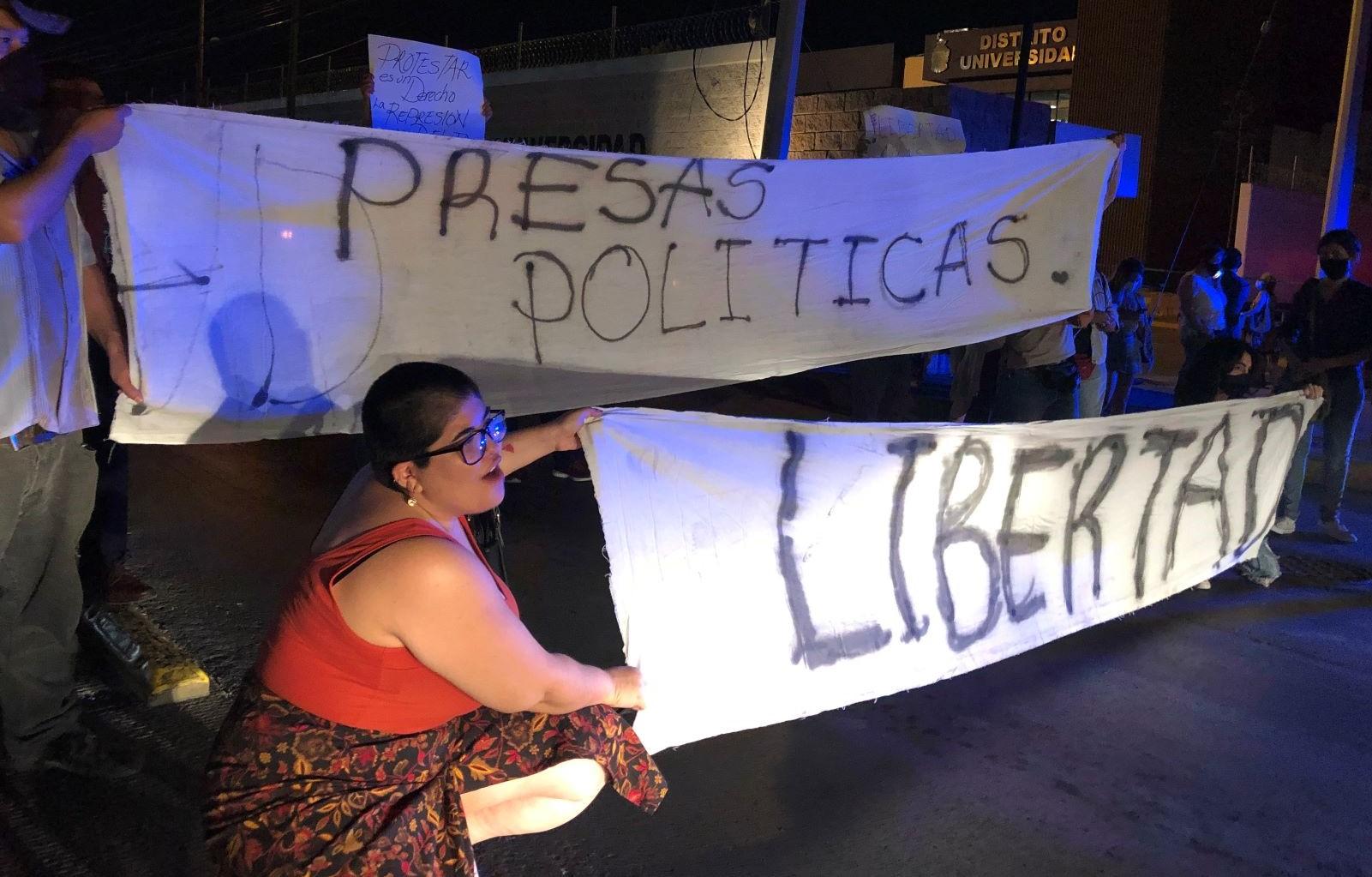 Marcha de mujeres culmina con represión de la policía de Ciudad Juárez