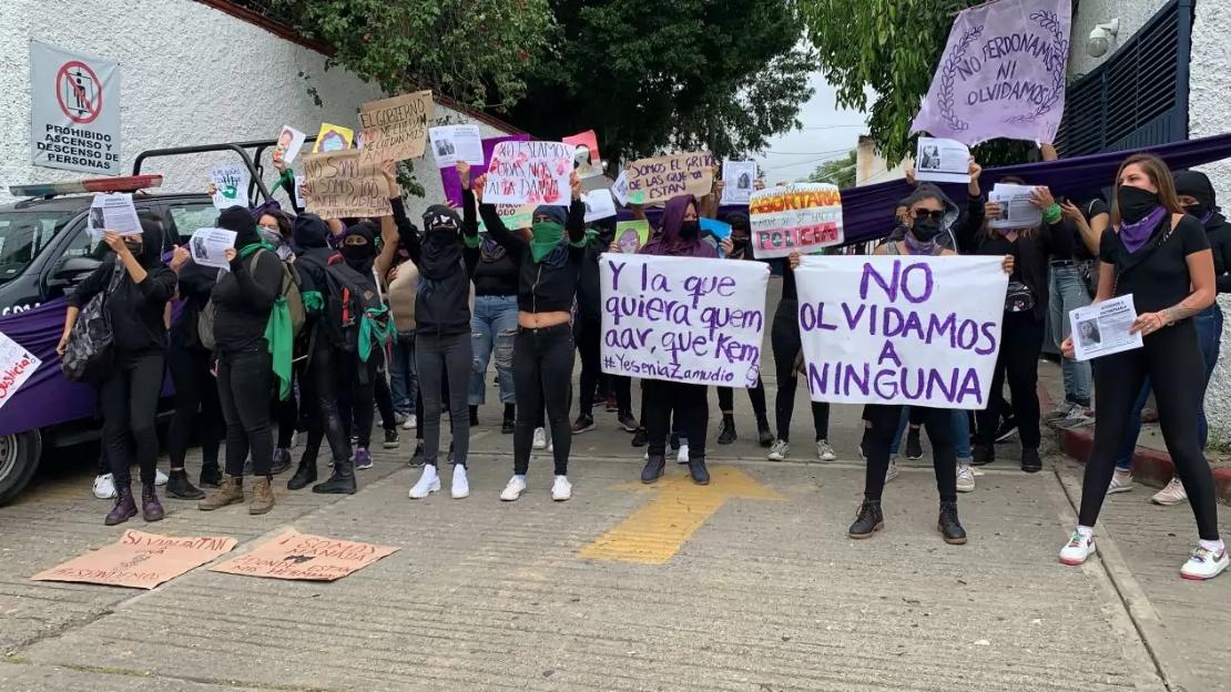 Organizaciones feministas toman simbólicamente las instalaciones de la Fiscalía General de Morelos
