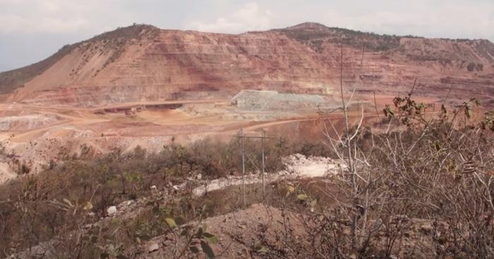 """""""Váyanse"""", le dicen en Guerrero a canadienses que sacaron oro y, a cambio, dañaron su agua y salud"""