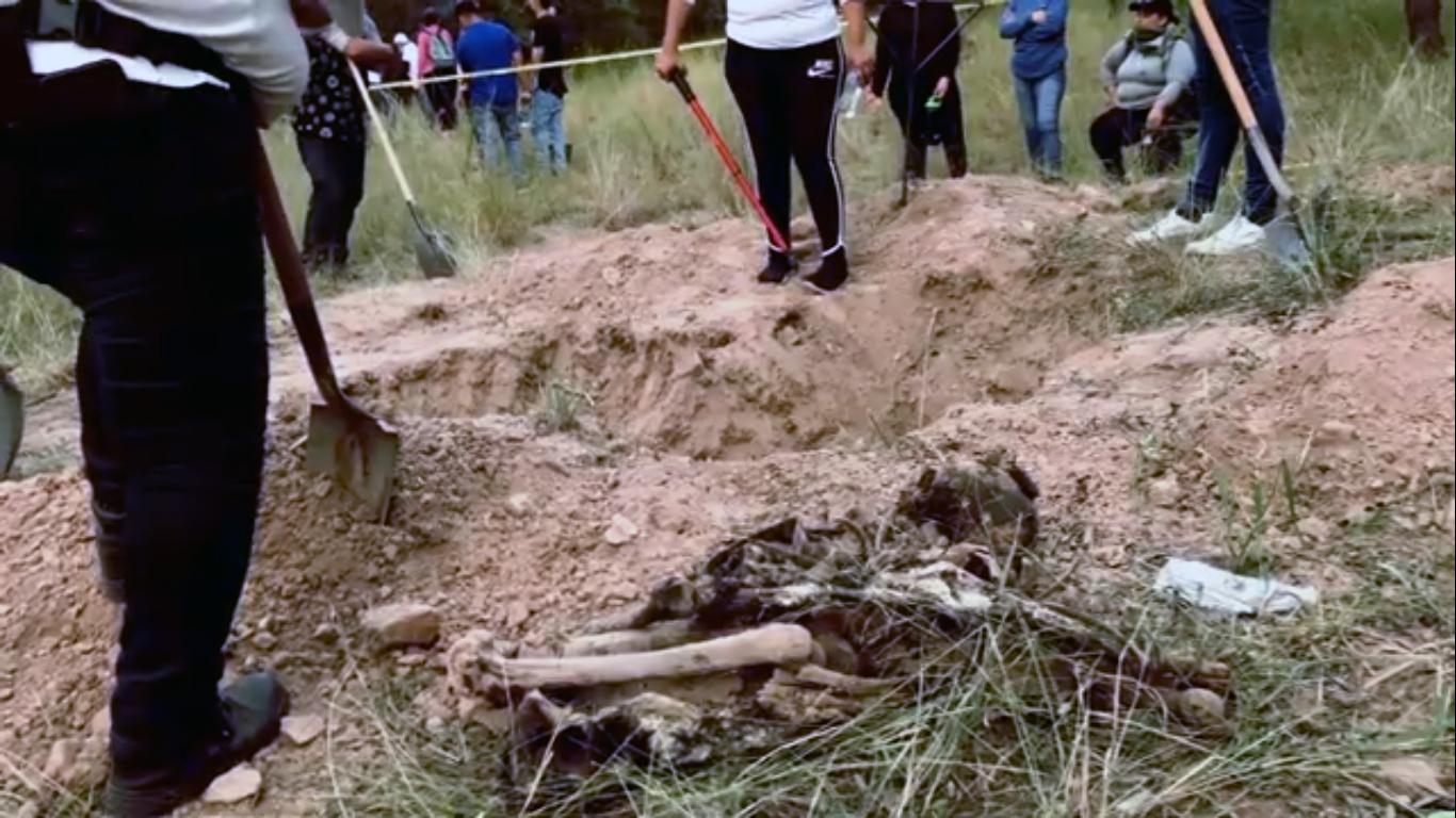 La lucha de las madres buscadoras de Sonora; con picos y palas han localizado los restos de 200 personas