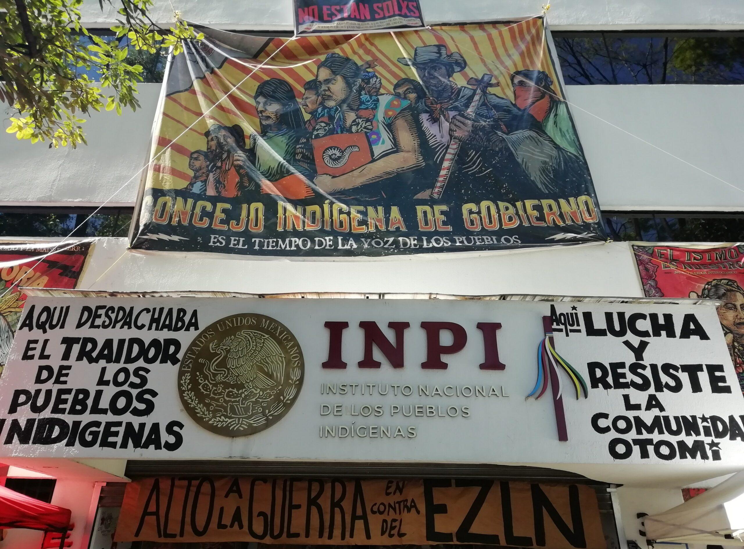 Comunidad Otomí mantiene ocupación del INPI y muestran documentos oficiales que prueban compromisos no cumplidos.
