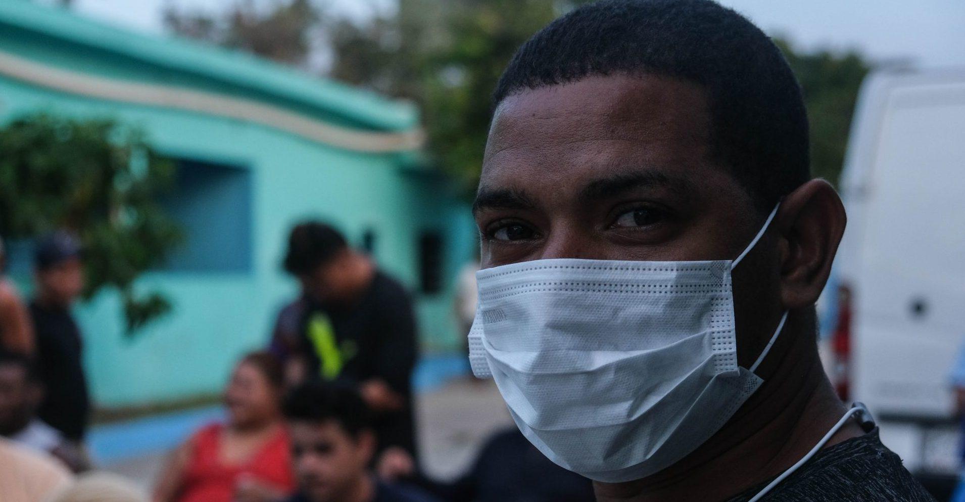 """Pese a contagios, no se hacen pruebas COVID a migrantes, denuncian OSC; """"cumplimos con medidas"""", dice el INM"""