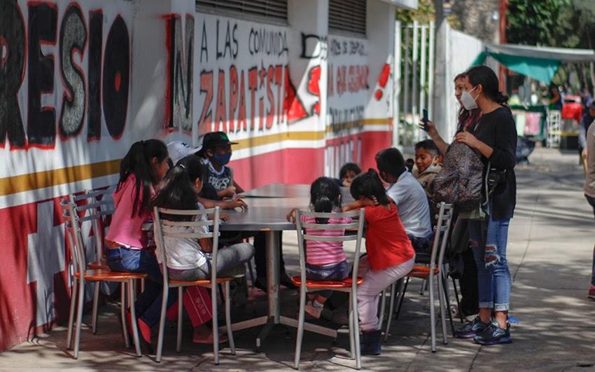 """""""Aquí sí podemos vivir, estábamos en la calle"""". La toma otomí del INPI (Ciudad de México)"""
