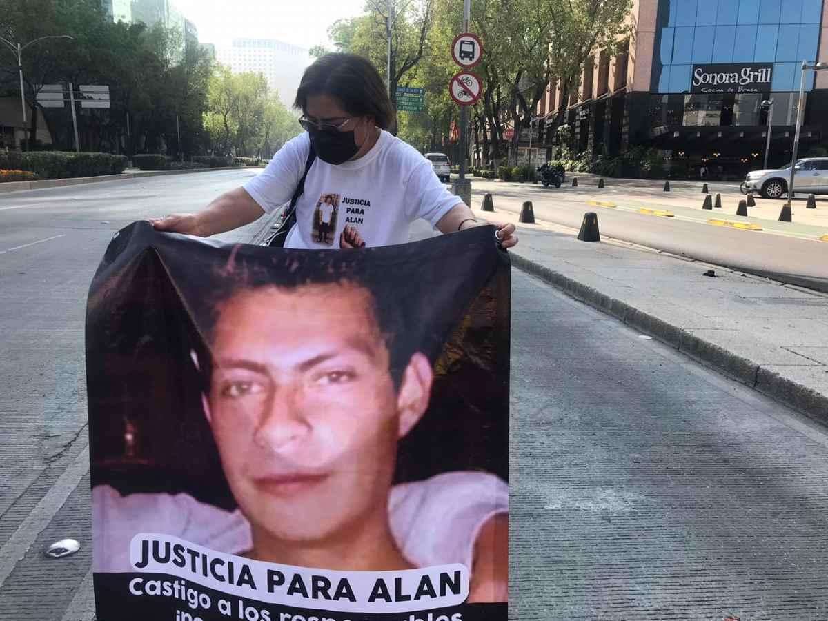 Protestan en Reforma familias de víctimas de violencia en San Luis Potosí