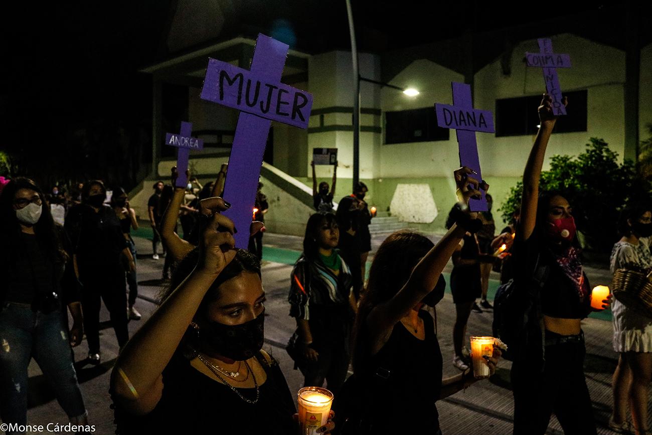 Catrinas marchan contra los feminicidios en Colima