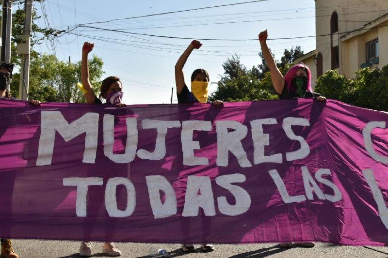 """""""Si tocan a una respondemos todas"""": Protestan feministas frente al Centro de Justicia para las Mujeres de Jalisco"""