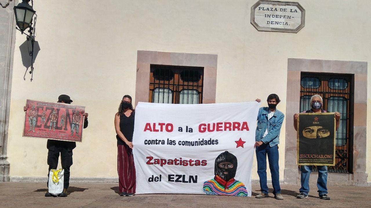 Acción en Querétaro en repudio a los ataques paramilitares en contra de comunidades zapatistas.