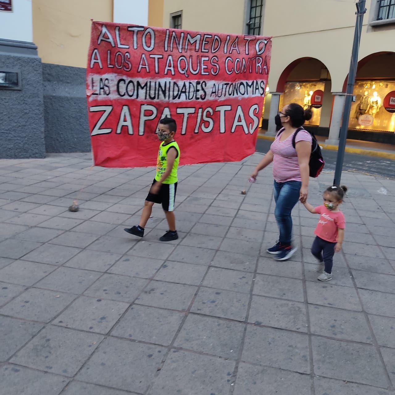 Acción en Colima en repudio a los ataques paramilitares contra comunidades zapatistas