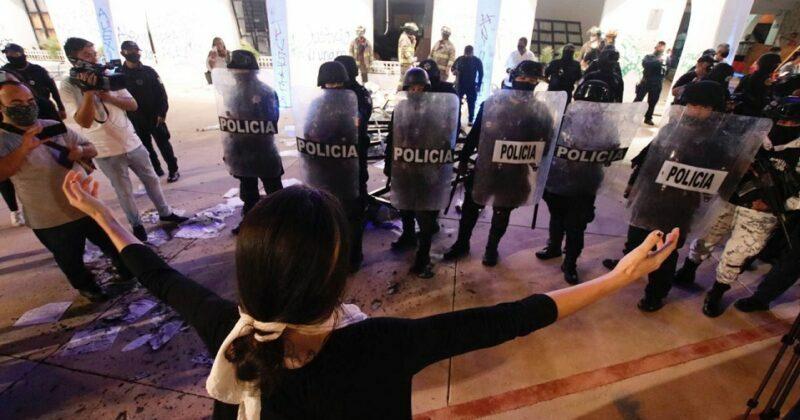 Mujeres detenidas en protesta en Cancún denuncian agresión sexual de policías