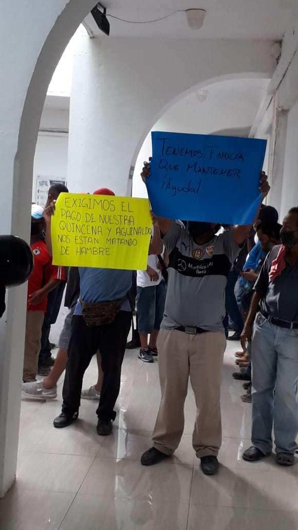 """""""Queremos que nos paguen nuestro sueldo ganado"""": Protestan trabajadores de 'Intelligencia México' por falta de empleo y pago tras conflicto por la basura"""