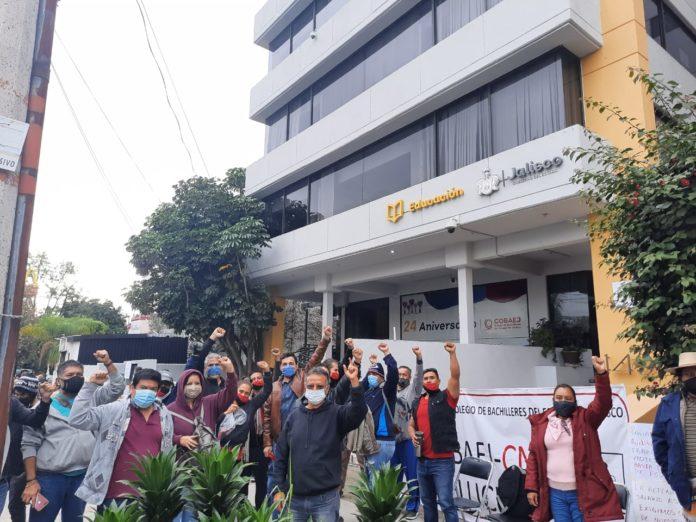 Maestros toman oficinas centrales del Colegio de Bachilleres (Jalisco)