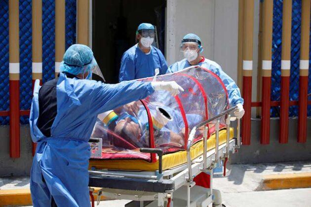 Médicos se manifiestan frente a palacio de gobierno por despidos injustificados (Nayarit)