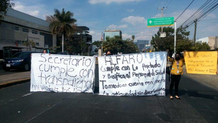 Trabajadores de hospitales inconformes por no recibir base como empleados (Jalisco)