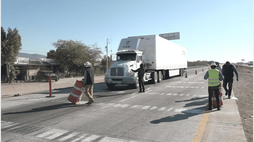 Retoman Yaquis bloqueo carretero en Vícam (Sonora)