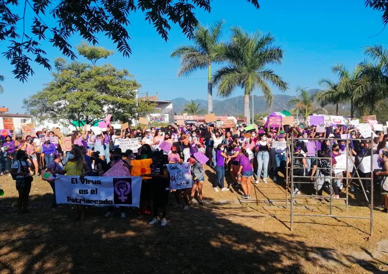 También las mujeres de Puerto Vallarta alzan la voz el 8 de marzo (Jalisco)