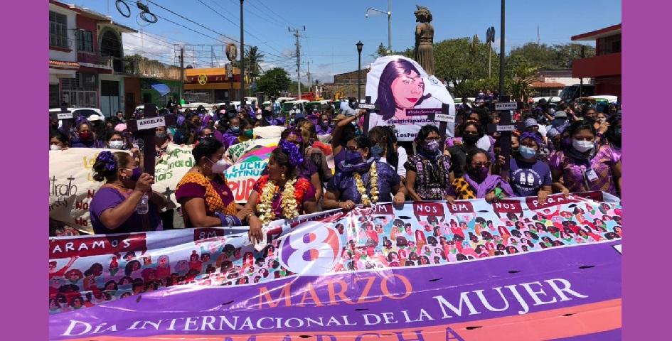 Marchan mujeres zapotecas contra feminicidios en el Istmo (Oaxaca)