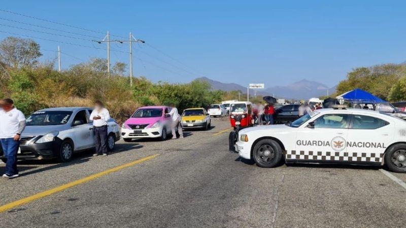 Trabajadores de la salud de Oaxaca bloquean vías para exigir vacuna contra covid-19