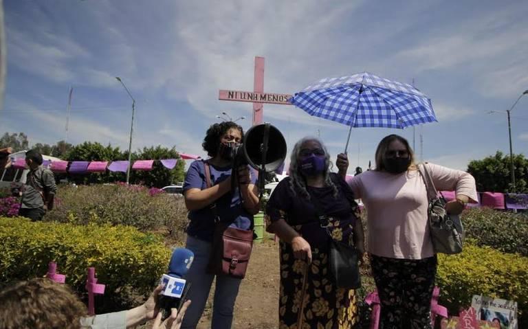 Feministas marchan en memoria de Mariana (Estado de México)