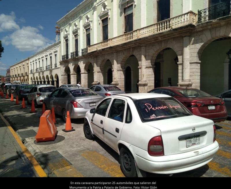 Maestros jubilados realizan caravana contra esquema de pensión en Mérida (Yucatán)