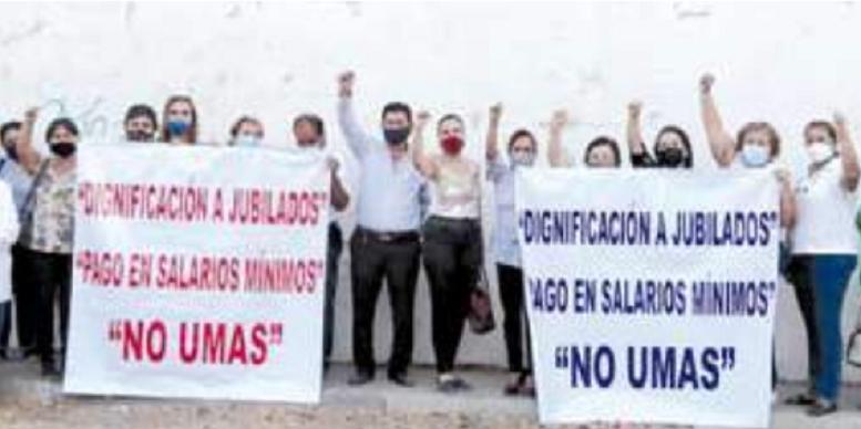 Se manifiestan maestros jubilados (Colima)