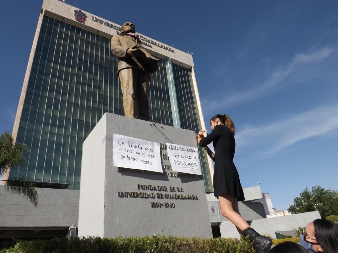 ''A la universidad voy a estudiar, no a cuidarme'': reclaman estudiantes y colectivas feministas de la Universidad de Guadalajara (Jalisco)