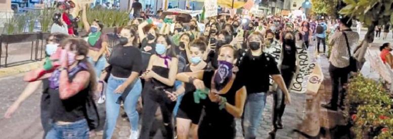Protestan grupos de feministas en Manzanillo (Colima)