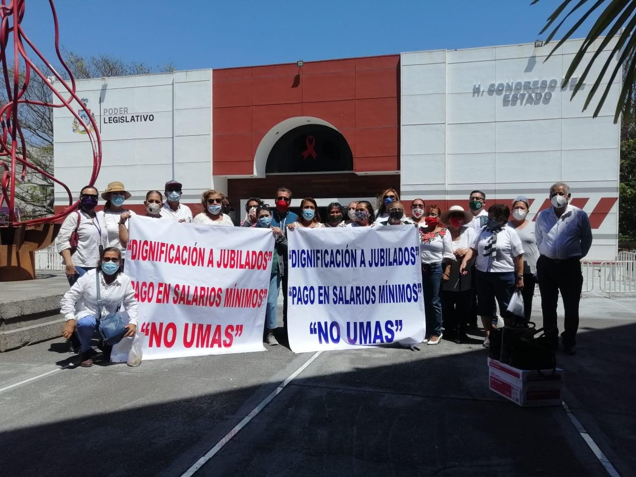 Diversificarán jubilados lucha para lograr pago de pensiones en salarios mínimos (Colima)