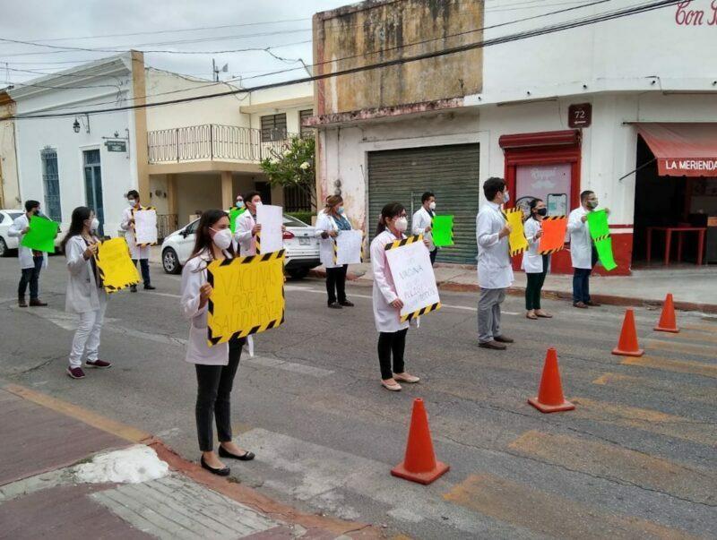 Personal del Psiquiátrico protesta para recibir vacunas (Yucatán)