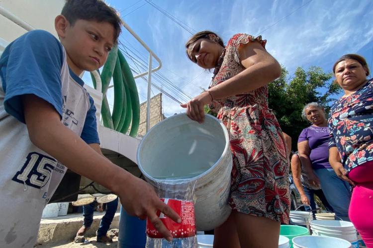 Vecinos de Lomas de Tabachines y Agua Fría ya presentan problemas de salud como diarrea y temperatura por falta de agua en Zapopan, varias colonias más afectadas (Jalisco)