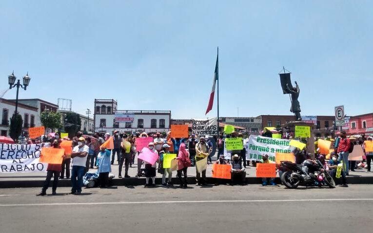 Comerciantes de Santiago Tianguistenco se manifiestan; piden los dejen trabajar (Estado de México)