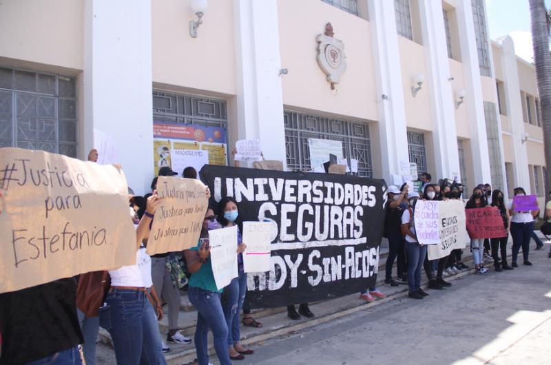 Estudiantes respaldan a Estefanía y exigen a la UADY espacios sin violencia (Yucatán)