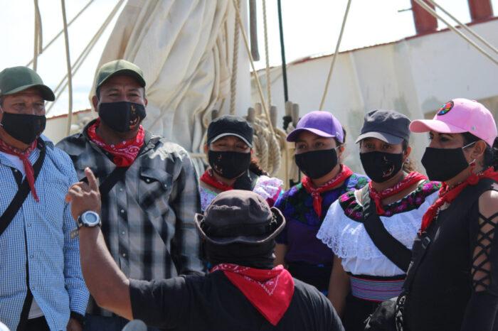 """Subcomandante Moisés: Niñas y niños zapatistas de las delegaciones """"van a jugar, van a pintar, como el cayuco que se está mandando y que ellos pintaron"""""""
