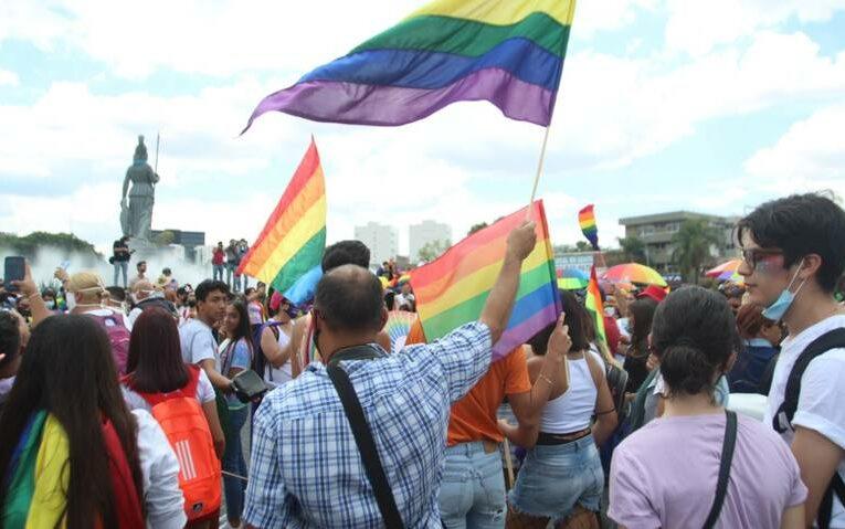 En marcha por sus derechos comunidad LGBTTTIQ pugnaron porque autoridades atiendan a familiares de desaparecidos (Jalisco)