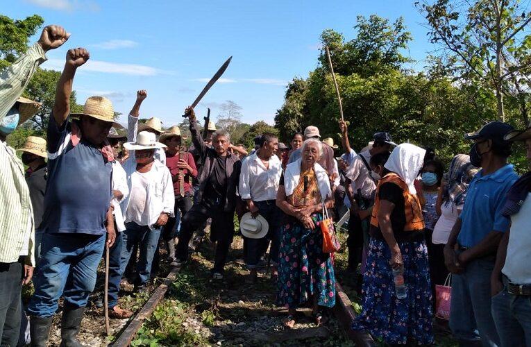 """Pueblos mixes de Oaxaca """"paran"""" trabajos del Interoceánico del Istmo; exigen cumplir demandas  (Oaxaca)"""