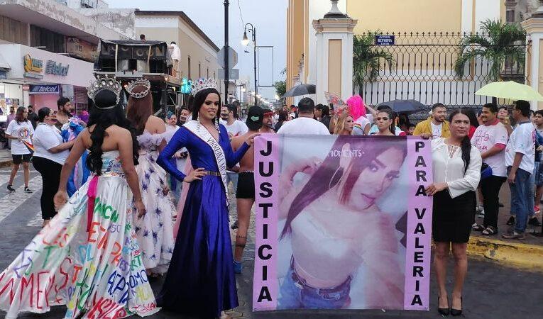 Comunidad LGBT marcha en Colima para exigir justicia por transfeminicidios, exigen resolver el asesinato de Valeria Carrasco
