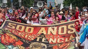 """""""¡NO NOS CONQUISTARON! """" PUEBLOS IRRUMPEN EN INMEDIACIONES DE CONMEMORACIÓN POR CAÍDA DE TENOCHTITLAN (Ciudad de México)"""