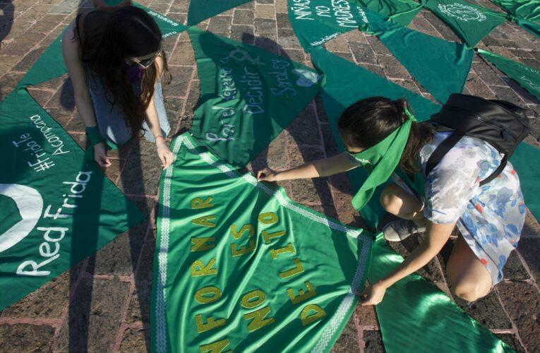 Colectivas feministas convocan 'pañuelazo' virtual por despenalización del aborto en EdoMex
