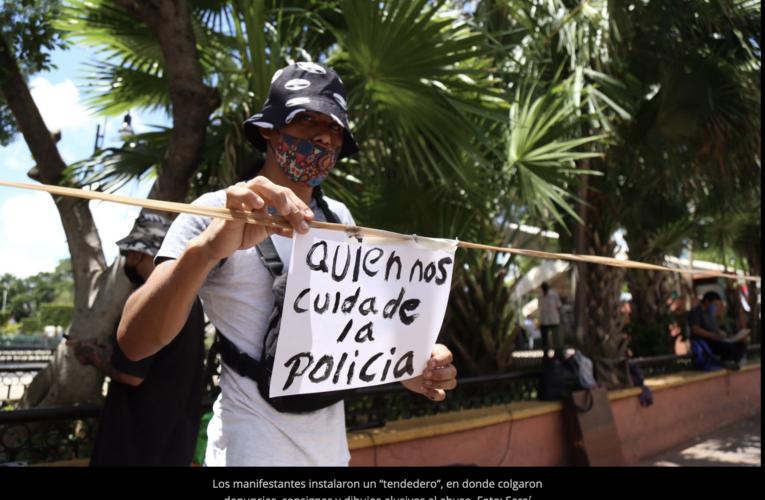Jóvenes se manifiestan contra el abuso policiaco en el Centro de Mérida (Yucatán)