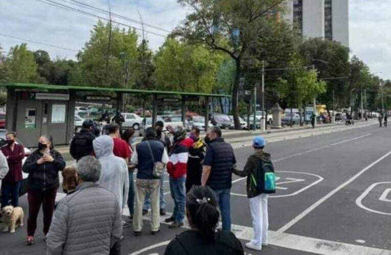 Vecinos de Tlatelolco, CdMx, protestan por falta de agua; policías los agreden