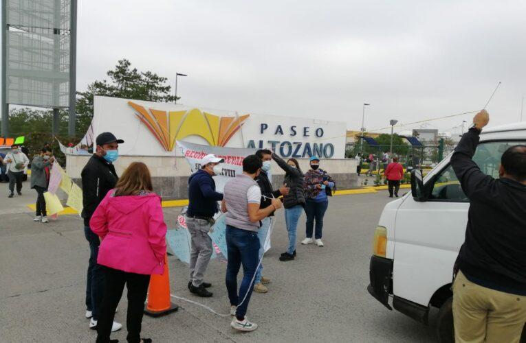 Bloquea CNTE plaza Altozano en protesta por sus salarios atrasados  (Michoacán)